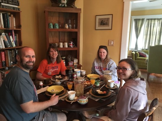 Jonesborough, TN: Family breakfast