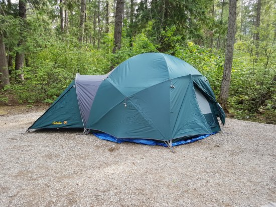 Christina Lake, Kanada: Our new massive 'family tent for glamping.