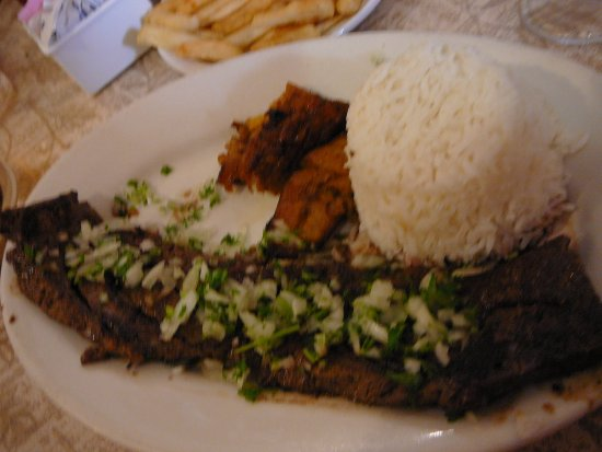 El Siboney Restaurant: Yummy Churrasco with sweet plantains and white rice