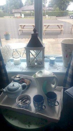 Burscough, UK: Tea & coffee and lovely decor