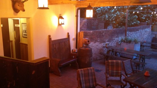 Cheadle, UK: Beer garden 2