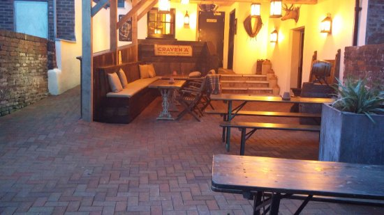 Cheadle, UK: Beer garden 3