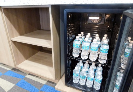 Microtel Inn & Suites by Wyndham Port Charlotte: Conference Room, coolers stocked with drinks of choice.