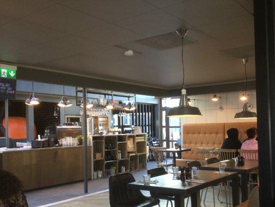 tavernan interieur open keuken modern