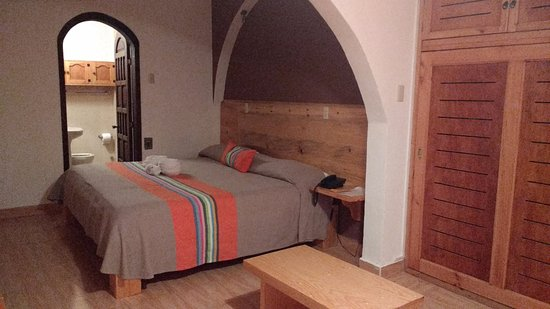 Axkan express hotel reviews price comparison san for Azulejos express san cristobal casas