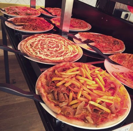 Rönneby, Sverige: Pizzabuffé