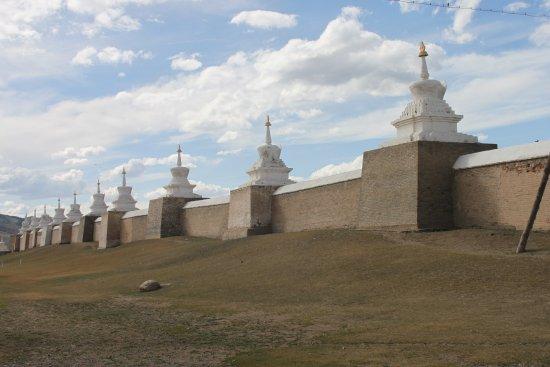 Karakorum (Kharkhorin) : de muur met de torentjes, aan de binnenzijde de lama tempels
