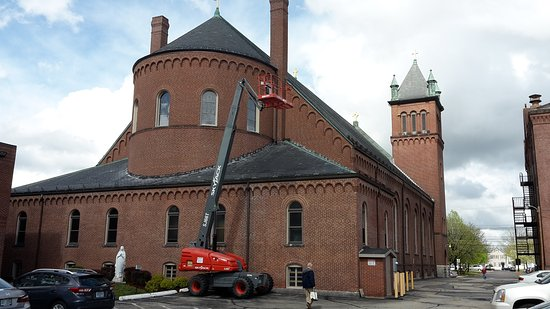 Nashua, NH: big church with dome and tower