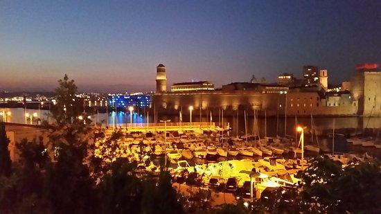 Vue vieux port depuis la terrasse du restaurant picture of novotel marseille vieux port - Novotel vieux port marseille ...
