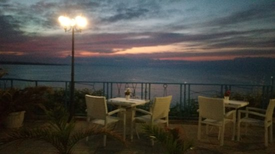 Ahtopol, Bulgaristan: Sunset , good place to have drinks and watch sunset