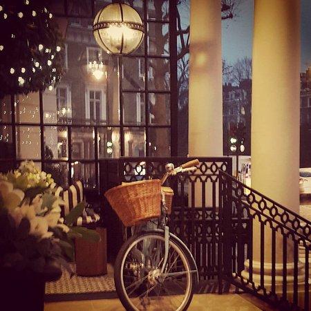 The Kensington: Hotel entrance