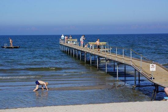 Steg in die Ostsee, am Brattenstrand
