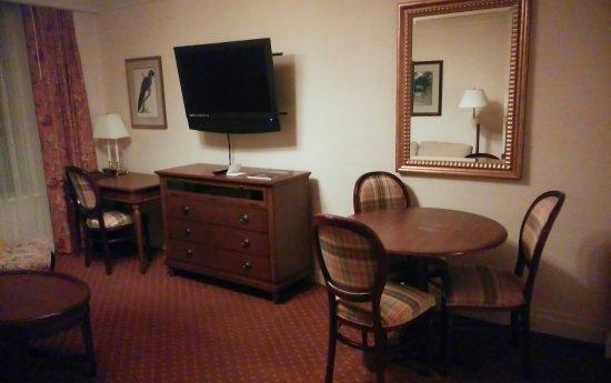 The Milburn Hotel: ダイニングテーブルがあるのがありがたいです。