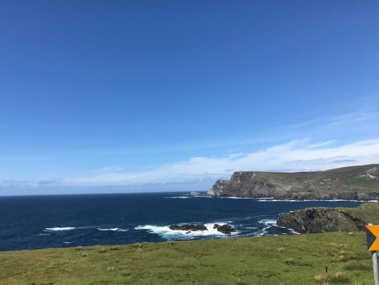 Glencolmcille, Irlandia: 5 minute drive from the Ares