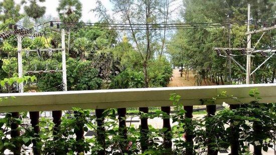 สุรินทร์ เบย์ อินน์: View from balcony