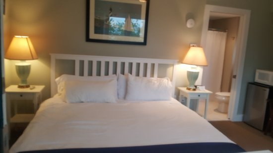 Inn on Onset Bay: Newly updated king room, private bath, air conditioning, water view