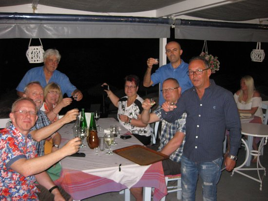 Summertime Restaurant: Freunde :)