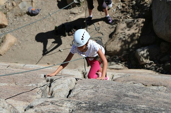 Олимпик-Вэллей, Калифорния: Family Rock Climbing on Donner Summit.