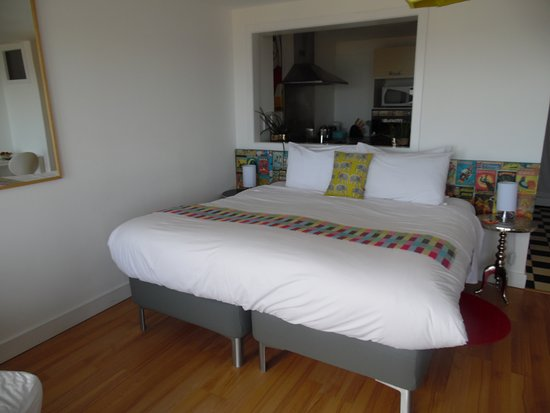 BayView Bed & Breakfast: The Studio- lovely big be and cool decor!