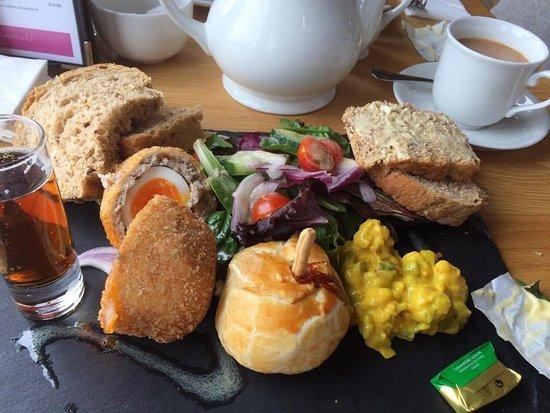 Chatsworth Estate Farm Shop Cafe: Ploughmans lunch