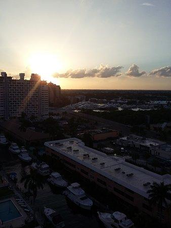 Fort Lauderdale Beach Resort : Vista hacia atrás desde el departamento - los deptos del frente dan a la playa