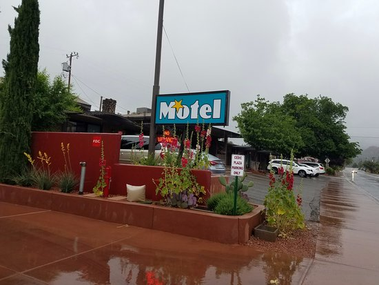 Star Motel : Right off the main drag, clean, cute and incredible value