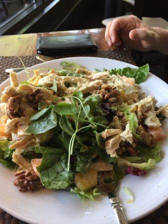 Lambertville, Nueva Jersey: Chicken Salad with Walnuts