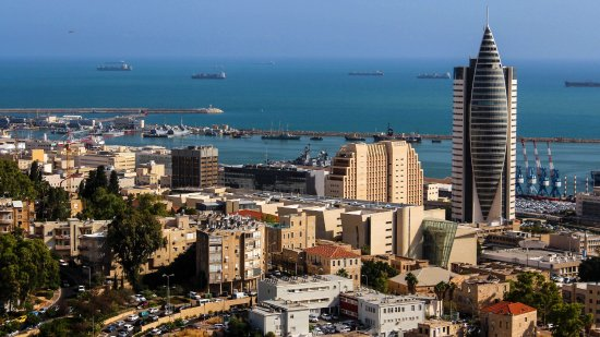נמל חיפה: Haifa: Hafen (Sail Tower  בית המפרש)