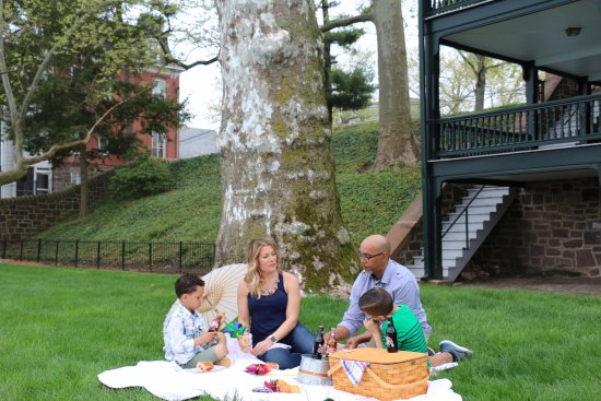 Bristol, PA: Picnic along the scenic Delaware River