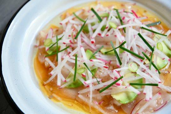 Huset: Robalo sashimi, miso citrus dressing, avocado, chilis