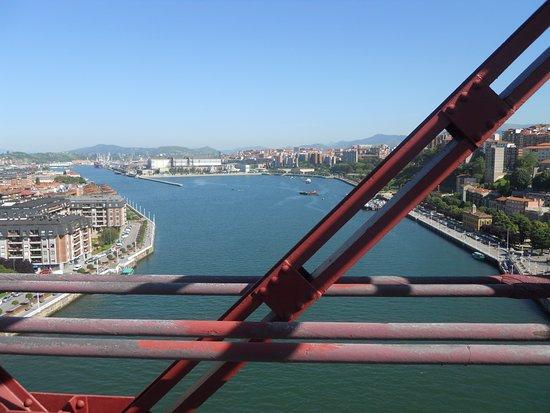 Provincia de Vizcaya, España: Desde aquí la ria dirección a Bilbao, que se muestra esplendida y llena de color.