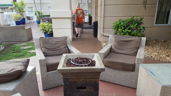 Homewood Suites by Hilton Fort Myers: Fire Pit by Pool
