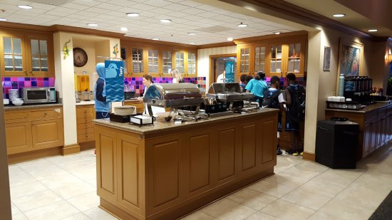 Homewood Suites by Hilton Fort Myers: Breakfast is served 6AM Mon - Fri 7AM Weekends.