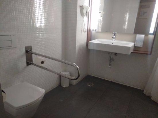 Campanile Malaga: banheiro