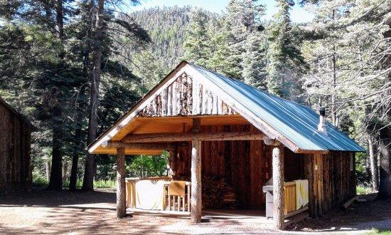 Corkins Lodge: Pinon cabin