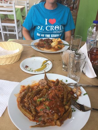 Karteradhos, Greece: Chicken with okra and meatballs