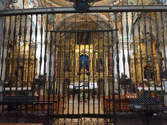 Ezcaray, Spanyolország: Rico presbiterio tras la reja