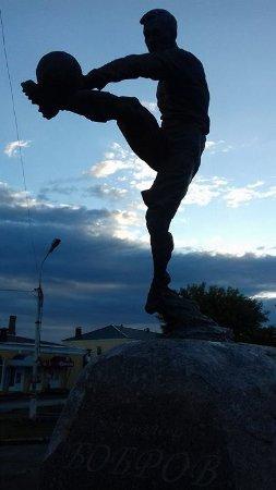 Morshansk, Russia: Памятник Всеволоду Боброву.  Выдающемуся спортсмену. Футболисту и хоккеисту