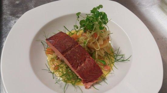 Saint Arnaud, New Zealand: Manuka hot smoked salmon