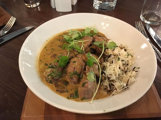 Lincolnshire, UK: The filet beaf stroganoff with rice and muishrooms excellent