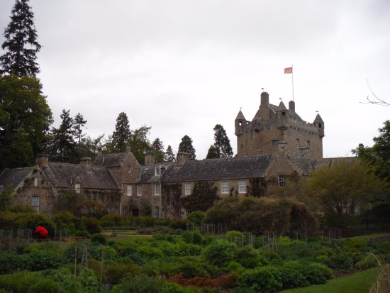 Nairn, UK: Cawdor Castle and grounds.