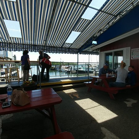 South Freeport, Μέιν: view of the water from the covered picnic tables