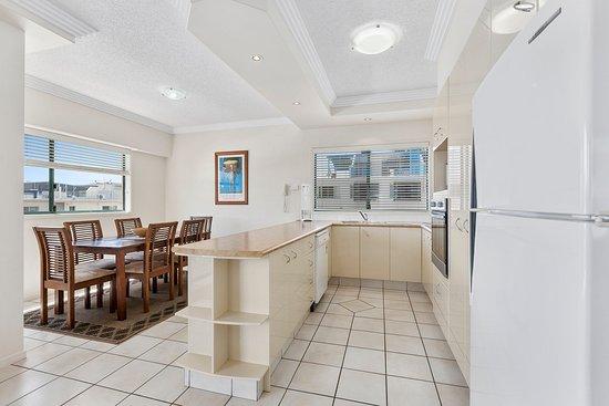 Sunshine Towers: Kitchen Dining area