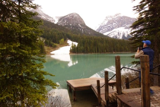 Emerald Lake Lodge Image
