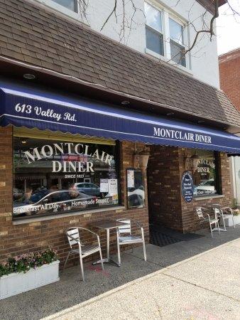 Montclair Char Broil Restaurant Entrance