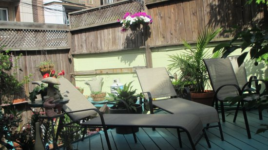 La Loggia Art & Breakfast : Patio deck