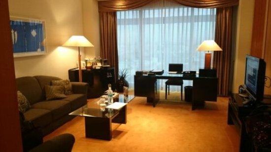 Hotel Granvia Kyoto: 70㎡の広さでベットもキングサイズのツインです。