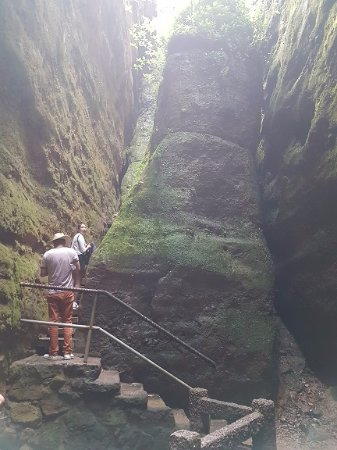 Wuyi Mountain Scenic Resort: Coming out of a cave walk at Ray of Sky