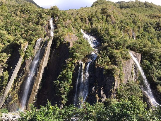 Franz Josef, Nueva Zelanda: a few of the many waterfalls