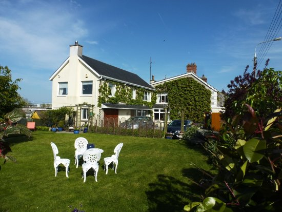 Dunromin B&B: Pretty house with a walled garden